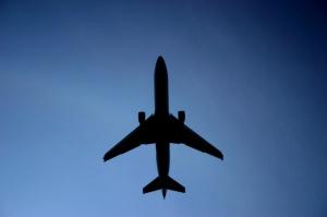the-plane-1516406-640x425